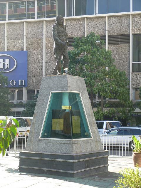 6203454138_a8629e11aa_z_dedan-kimathi-waciuris-statue-kimathi-street