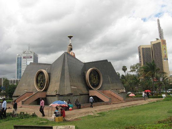 nyayo_monument_nairobi_kenya_04_ruslik_commons-wikimedia-org
