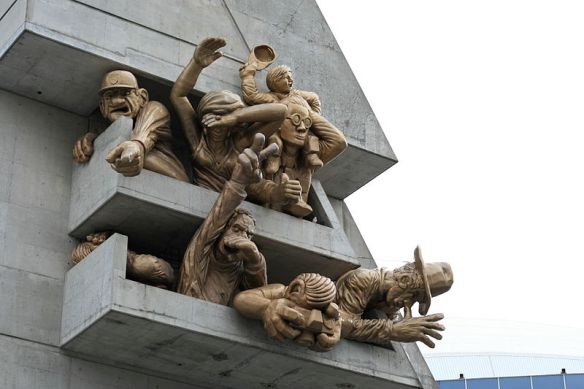 the_audience-_sculpture_by_michael_snow_-_rogers_centre