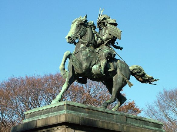 tokyo_800px-kusunoki_masashige_statue