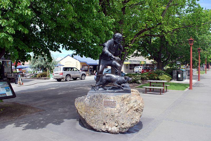 800px-fairlie_james_mckenzie_statue
