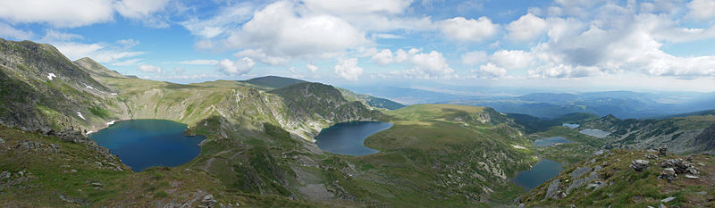 800px-rila_7_lakes_circus_panorama_edit1