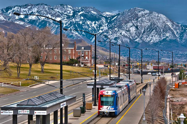 800px-trax_red_line_to_daybreak_at_fort_douglas_station