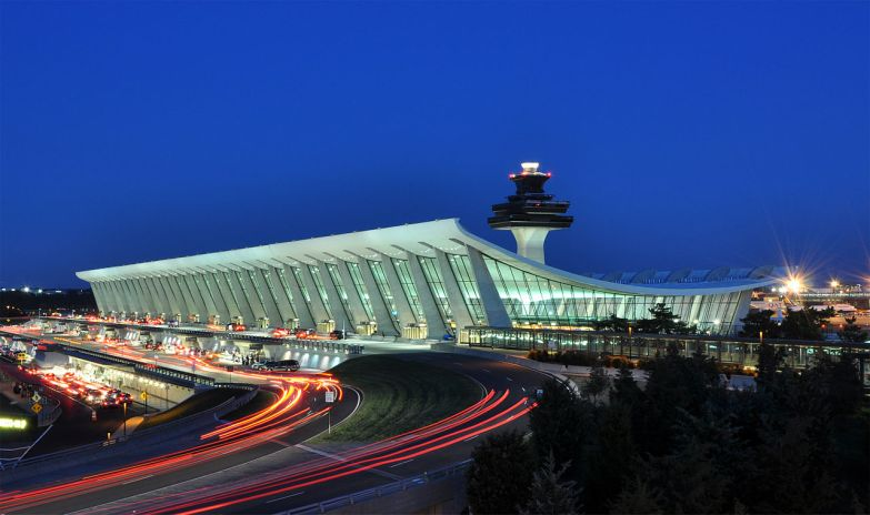 1280px-Washington_Dulles_International_Airport_at_Dusk