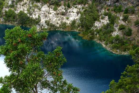 800px-Blue_Lake_Water_Colour