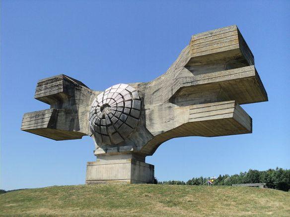 800px-Spomenik_revoluciji-Podgaric