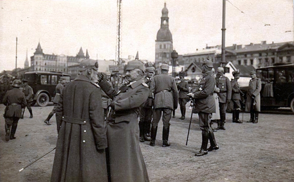 german_officers_riga_ww1