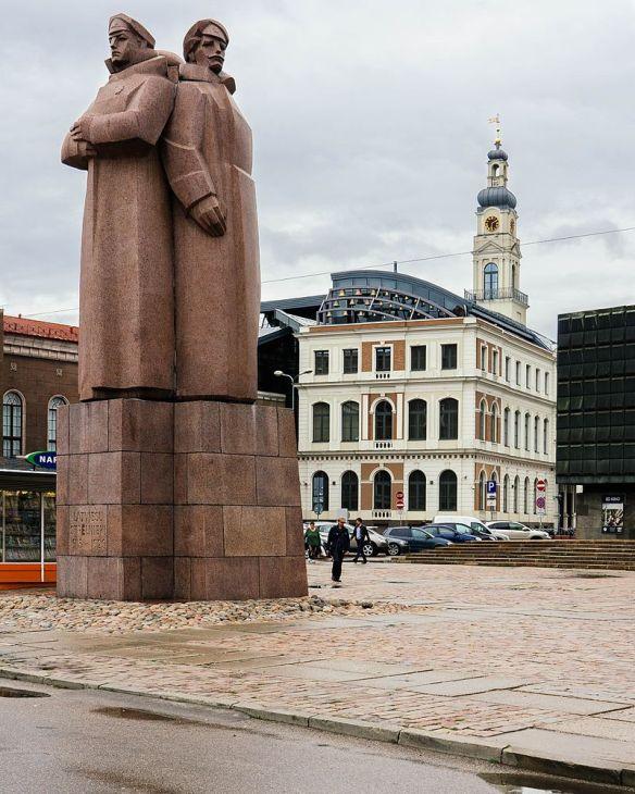 stone_monument_in_riga_-_steindenkmal_in_riga_28634731644