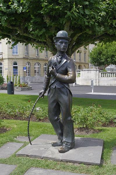 398px-Chaplin-Statue_03