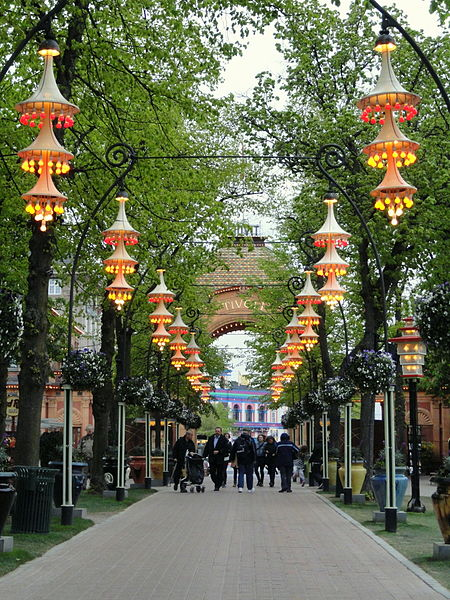 450px-Lights_-_Tivoli_Gardens_(Copenhagen)_-_DSC08397