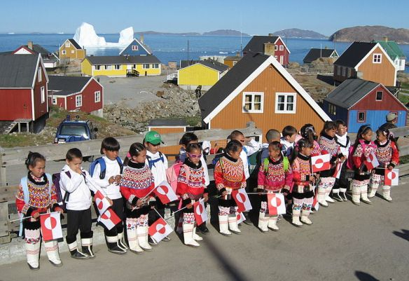 800px-Upernavik_first_day_in_class_2007-08-14_2