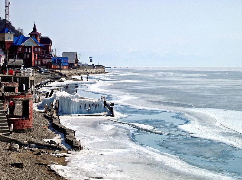 800px-Lake_Baikal-Listwjanka
