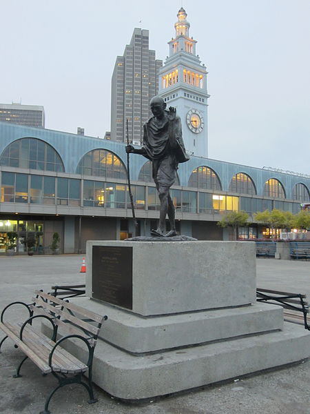450px-Mohandas_K._Gandhi_statue,_San_Francisco_(2013)_-_4