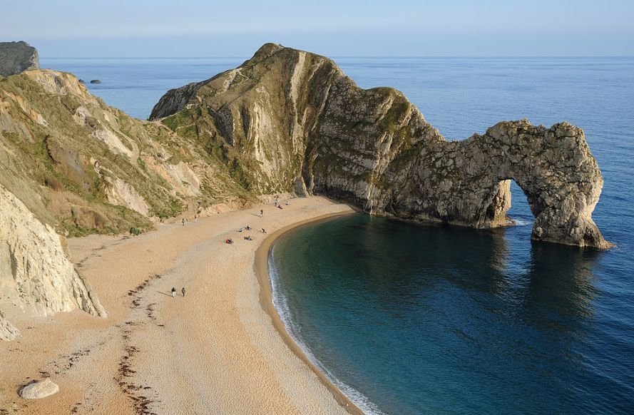 1024px-Durdle_Door_Overview