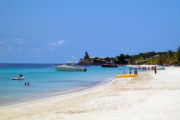 800px-West_Bay_Beach_-Roatan_-Honduras-23May2009-g
