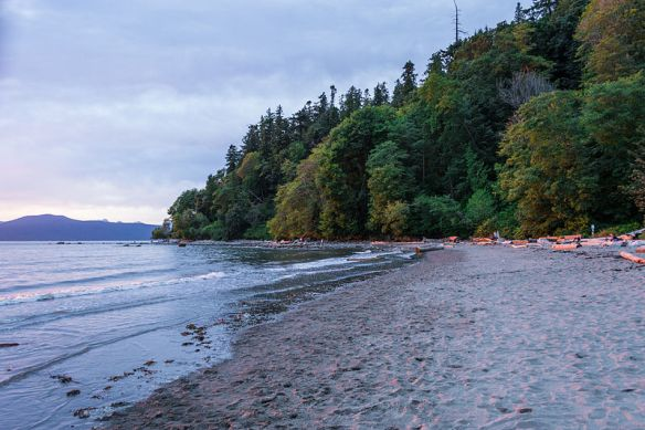 800px-Wreck_Beach_Vancouver_01