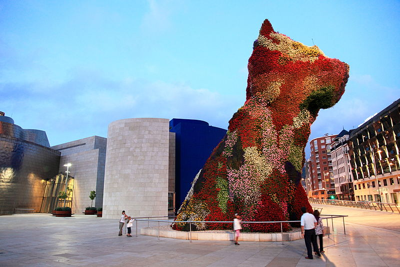 800px-Flowerbed,_Guggenheim_Museum_,_Spain,_Bilbao