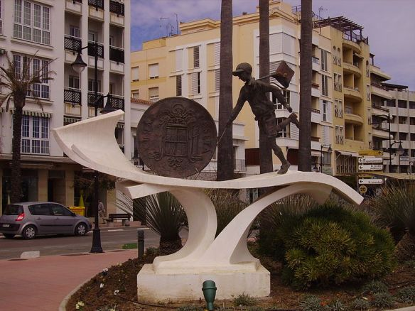 La_Peseta,_sculpture_in_Estepona,_Spain