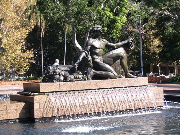 800px-Archibald_Fountain_side_sculpture_1