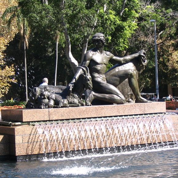 800px-Archibald_Fountain_side_sculpture_1