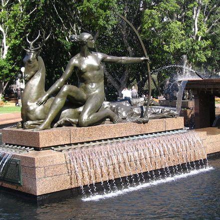 800px-Archibald_Fountain_side_sculpture_3