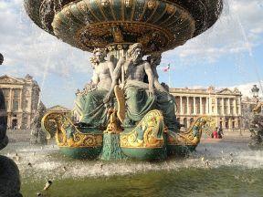 800px-Fontaines_de_la_Concorde