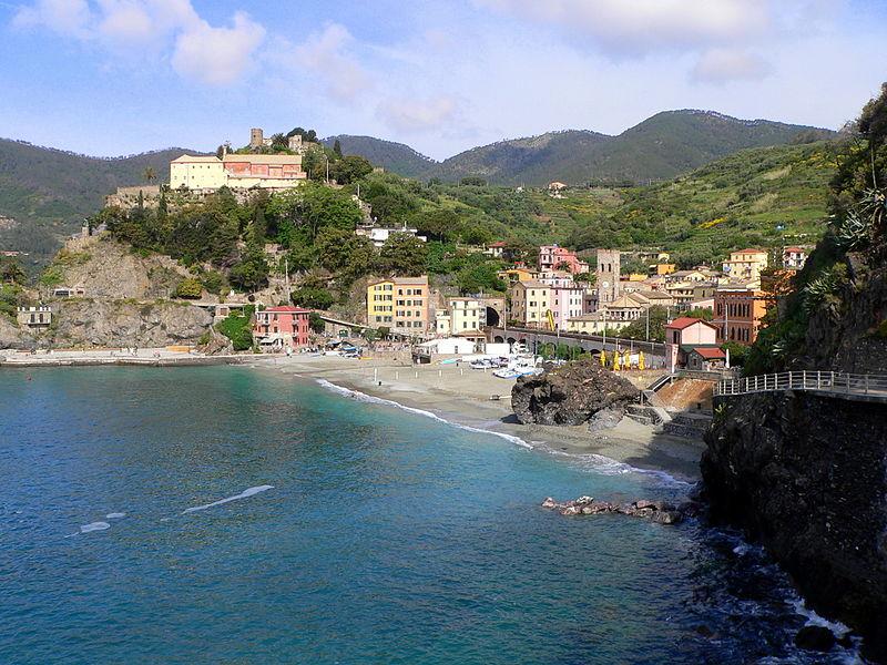800px-Monterosso_al_Mare-panorama-convento_dei_cappuccini-flickr
