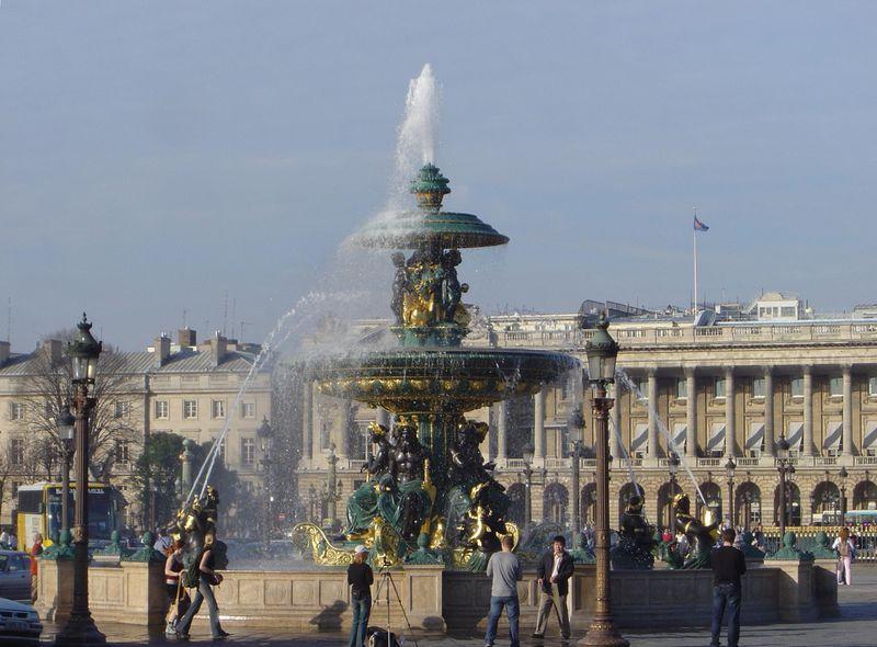 800px-Place_de_la_Concorde_fountain_dsc00774