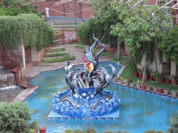 800px-At_ISCON_Temple_Delhi