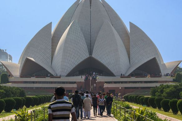 800px-Bahai_-_Lotus_Temple,_New_Delhi