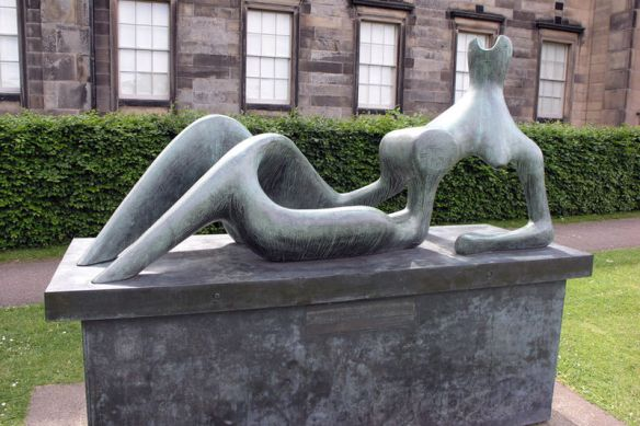 800px-Scottish_National_Gallery_of_Modern_Art_Henry_Moore_2004_SMC