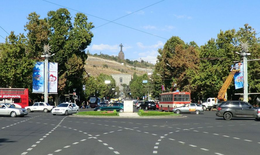 Place_de_France,_Yerevan_(cropped)