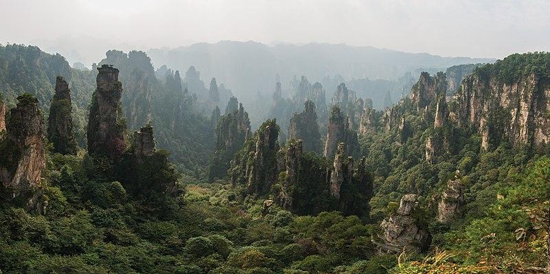 800px-1_tianzishan_wulingyuan_zhangjiajie_2012