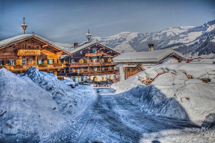 800px-Ski_landscape_in_Kitzbuhel_Austria_(8138357829)