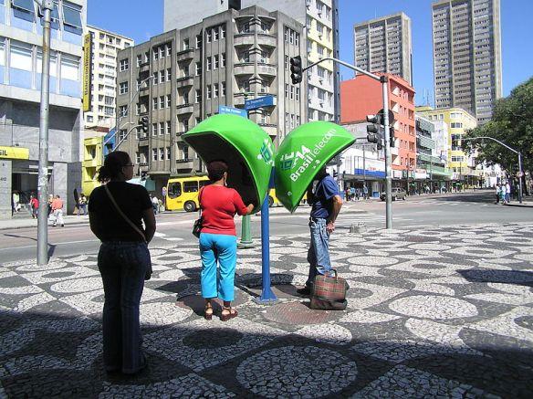 800px-Telephone_booth_7_Curitiba_Brasil