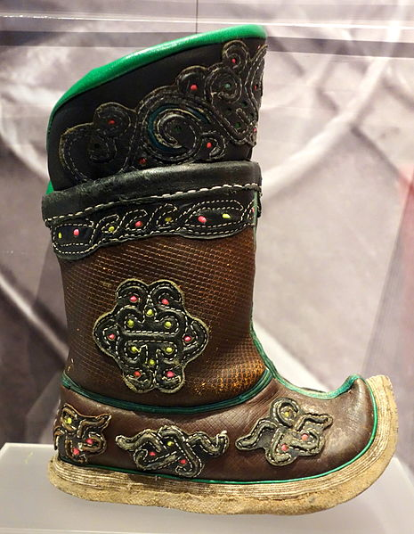 Mongolian_child_boot,_2005-2006_-_Bata_Shoe_Museum_-_DSC00355
