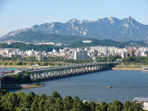 yanghwa-bridge-in-seoul-south-korea