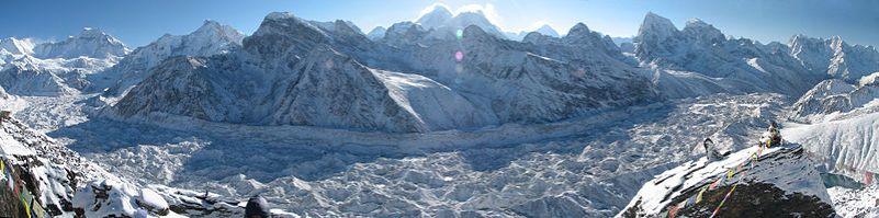 800px-Nepal_-_Sagamartha_Trek_-_Ngozumba_Gl_from_Gokyo_Ri