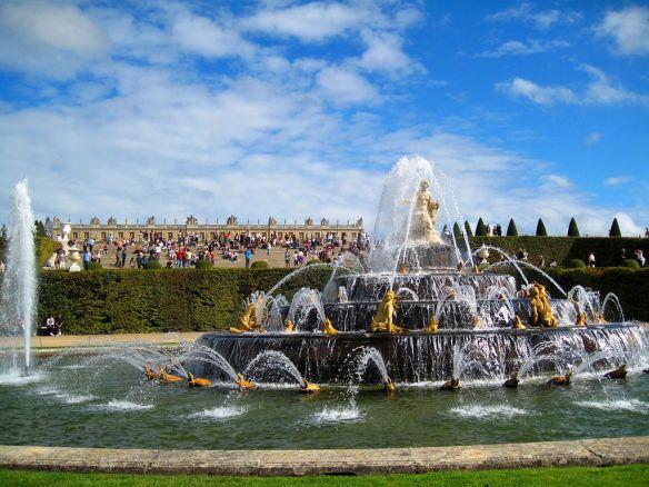 Schloss_Versailles_Springbrunnen_1