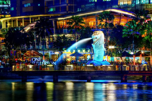 800px-A_Night_Perspective_on_the_Singapore_Merlion_(8347645113)