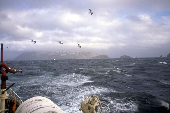800px-Boat_in_storm_at_sea