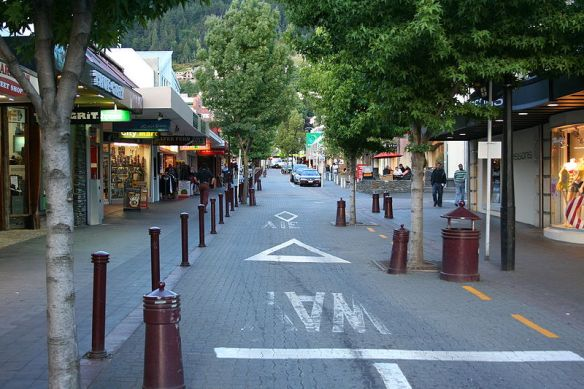 800px-New_Zealand_Queenstown_City