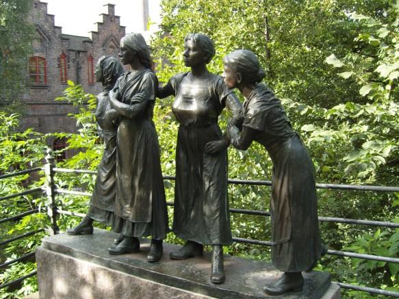 art_sculpture_women_personal_group_oslo_norway_metal-1102801.jpg!d