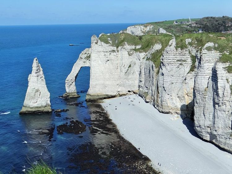 Cliff_of_Etretat,_France