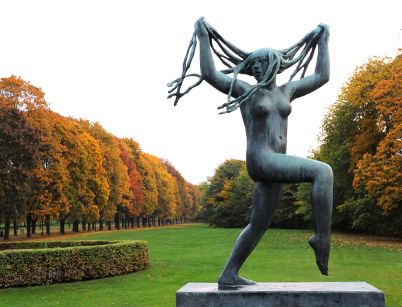 Vigeland_InstallatIon_sculpture_and_autumn_foliage_in_Frogner_Park_in_Oslo_Norway