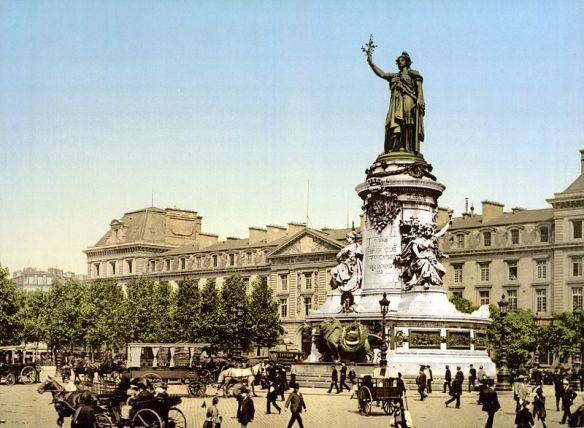 800px-Place_de_la_Republique_Paris_France