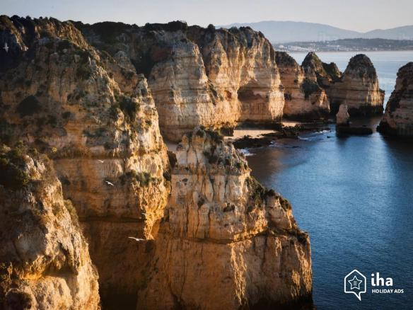 Laranjeiro-Cliffs-in-the-algarve-near-laranjeiro