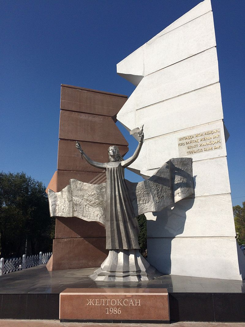 Monument_-Tauelsizdik_tany_-_Dawn_of_Freedom-_in_Almaty