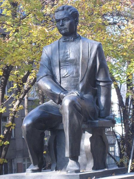 Mukhan_Tulebayev's_monument_in_Almaty
