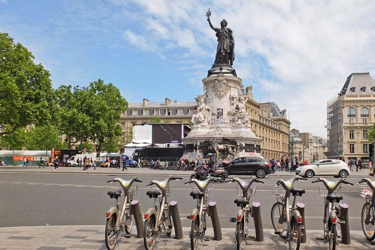 Place_de_la_République,_Paris_May_2015_004